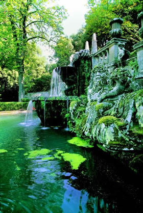 Bagnaia - a play of water in Villa Lante, welcome coolness in the heat of the summer - Credit - De Agostini Picture Library