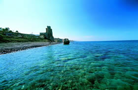 Calabria, Roseto Capo Spulico - the 13th- century Swabian castle, an evocative backdrop for the lucky bathers of today - Credit - De Agostini Picture Library