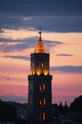 Magic lights on the church bell tower of the cathedral  of Matera - Credit - APT Basilicata