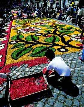 Umbria, Spello - a whole night of work to create the magnificent carpet of flowers for the Corpus domini feast - Credit - De Agostini Picture Library