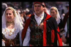 couple dressed in traditional sardinian costume - Credit - Foto ESIT